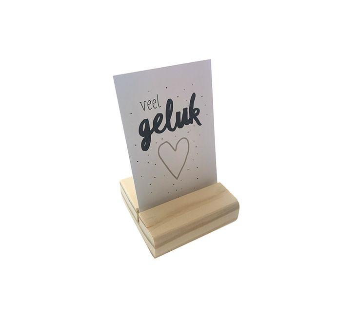Een piep klein kaartje met de tekst: Veel geluk! Super leuk om te sturen als cadeautje in plaats van een standaard kaartje bij geboorte, huwelijk, nieuwe baan of een nieuwe liefde. Een verrassing door de brievenbus! Er staan nog veel meer kaartjes in de webshop: www.Millows.nl