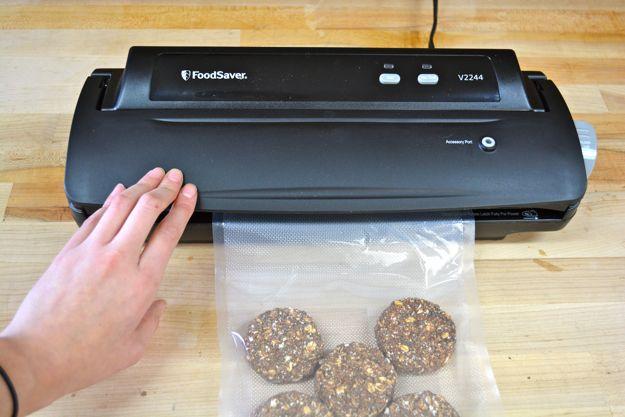 How To Vacuum Seal Food | Wise Food Storage #DIYReady www.diyready.com