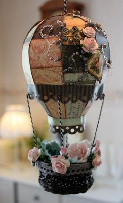 Vintage balloon- wouldn't it be lovely to have a whole bunch of these hanging from a bedroom ceiling?