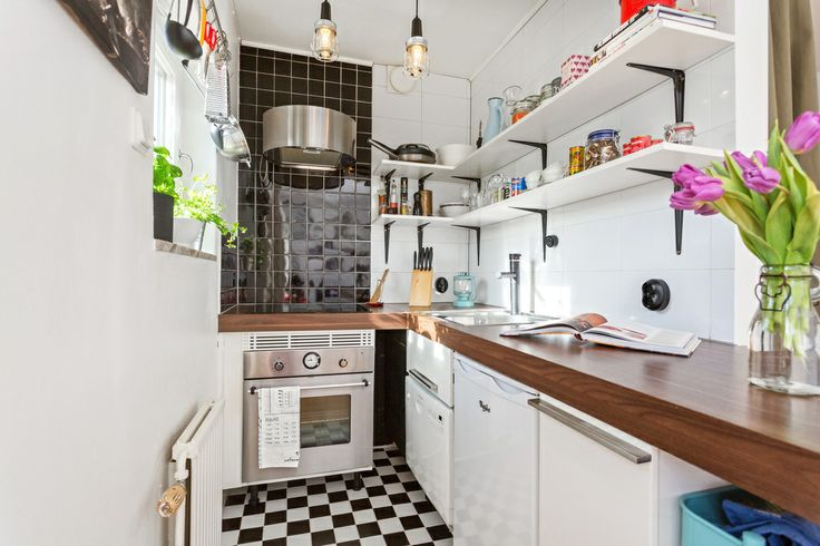 Kitschy kitchen. Stockholm – Bagarmossen, Rusthållarvägen 139 – ERA – Mäklaren som ger mer.