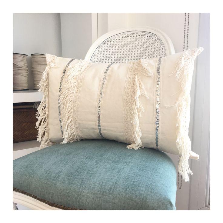 Handmade Pillow. Cushion. Boho style decor. Almohadones. Fringe. Almohadones con flecos