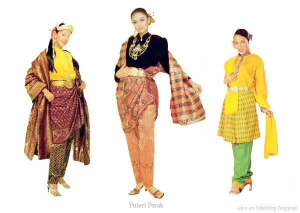 Pakaian Puteri Perak (Perak Princess outfit) atau baju adat Aceh (Acheh ceremonial costume)