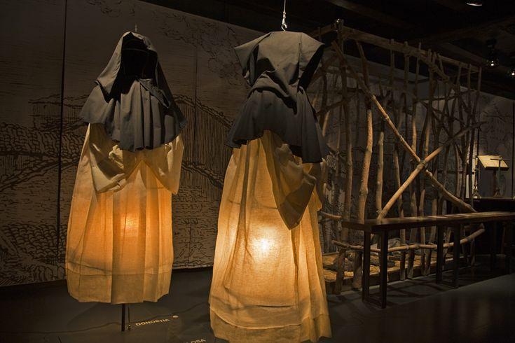 Las brujas de Zugarramurdi, en el año 1610, el pueblo navarro de Zugarramurdi vió como treinta personas eran juzgadas por brujería por la Santa Inquisición.
