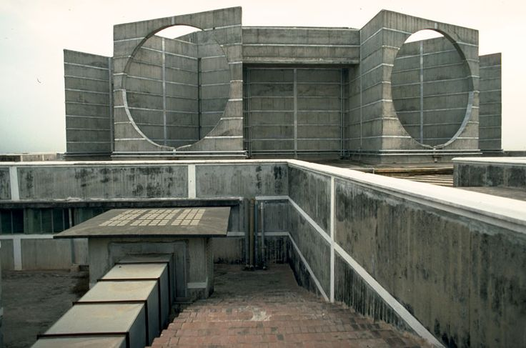 National assembly in dacca louis kahn for Louis kahn buildings