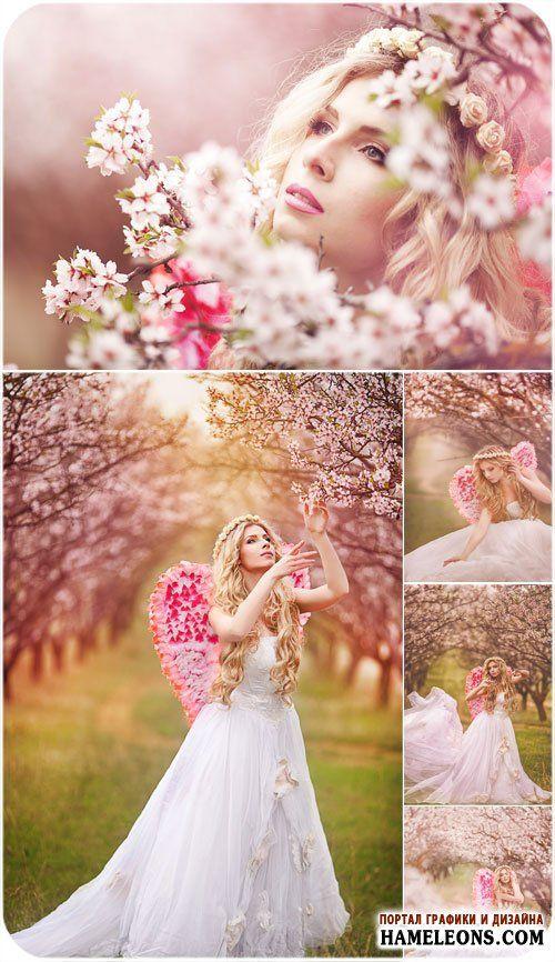 Девушка-ангел в цветущем розовом саду - фотосток | Spring girl