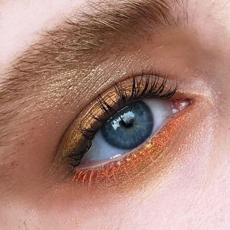 Golden sunset 👀🌅Look created using Amber Lights Eye Shadow, Rose Gold Pigment, and Warm Up In Extreme Dimension Mascara. #regram from M·A·C Senior Artist @rebeccabmakeup. Click the link in our bio to shop! #SunsetEye #MACCosmeticsUK #MACCosmetics