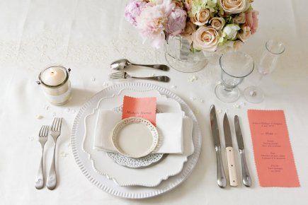 Le printemps marque le début de la saison des mariages. Pas besoin de noces pour mettre la table des grands jours et se donner des airs de dîner formel, pour le plaisir.