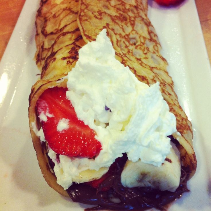 Nutella crepes with strawberries and bananas - recipe