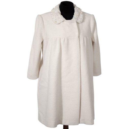Легкое и очень женственное платье-пальто — настоящий хит сезона. Его можно носить в холодную погоду как платье, а летом использовать как легкое пальто. Воротничок расшит бисером и бусинами чешской компании «preciosa».  Вы можете носить данную модель с любой фигурой! Особенно подойдет беременным девушкам, тк модель платья с поднятой талией.  Готовое  изделие на размер 42-48р, Отделка: вышивка бисер и бусины чешской компании «preciosa» Ткань: 100% Шерсть (Италия) Подкладка: вискоза 100%…