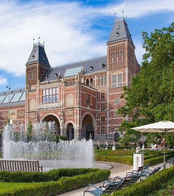 When staying with @AndazAmsterdam, the only thing better than visiting the magnificent Rijksmuseum is taking the Canal Cruise: a floating art-history tour past places represented in the museum.
