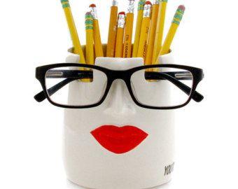Porte-crayon de coupe et les verres les lèvres vous êtes