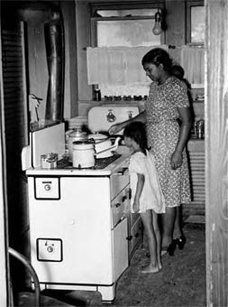Black Woman And Girl Cooking Wilson Ark Photographer