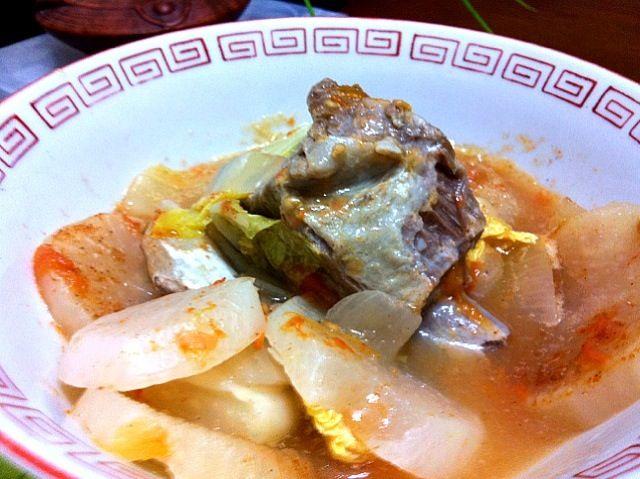 夕食のメニューは純和風だったけどサイドディッシュに昨晩の余り物のフィリピン料理のシニガンがありました♫ 2日目なので豚肉のスペアリブがトロトロに煮えてて最高にンマイ!! - 29件のもぐもぐ - Sinigang na Baboy by マニラ男