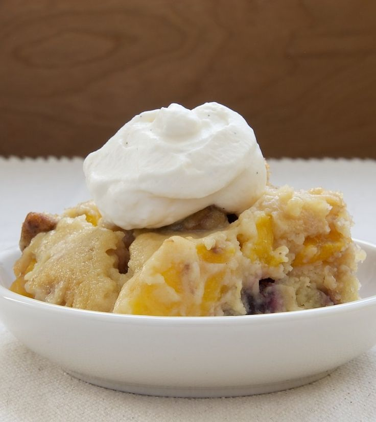 Blackberry Peach Cobbler features plenty of fresh peaches and blackberries topped with a nutty topping. - Bake or Break