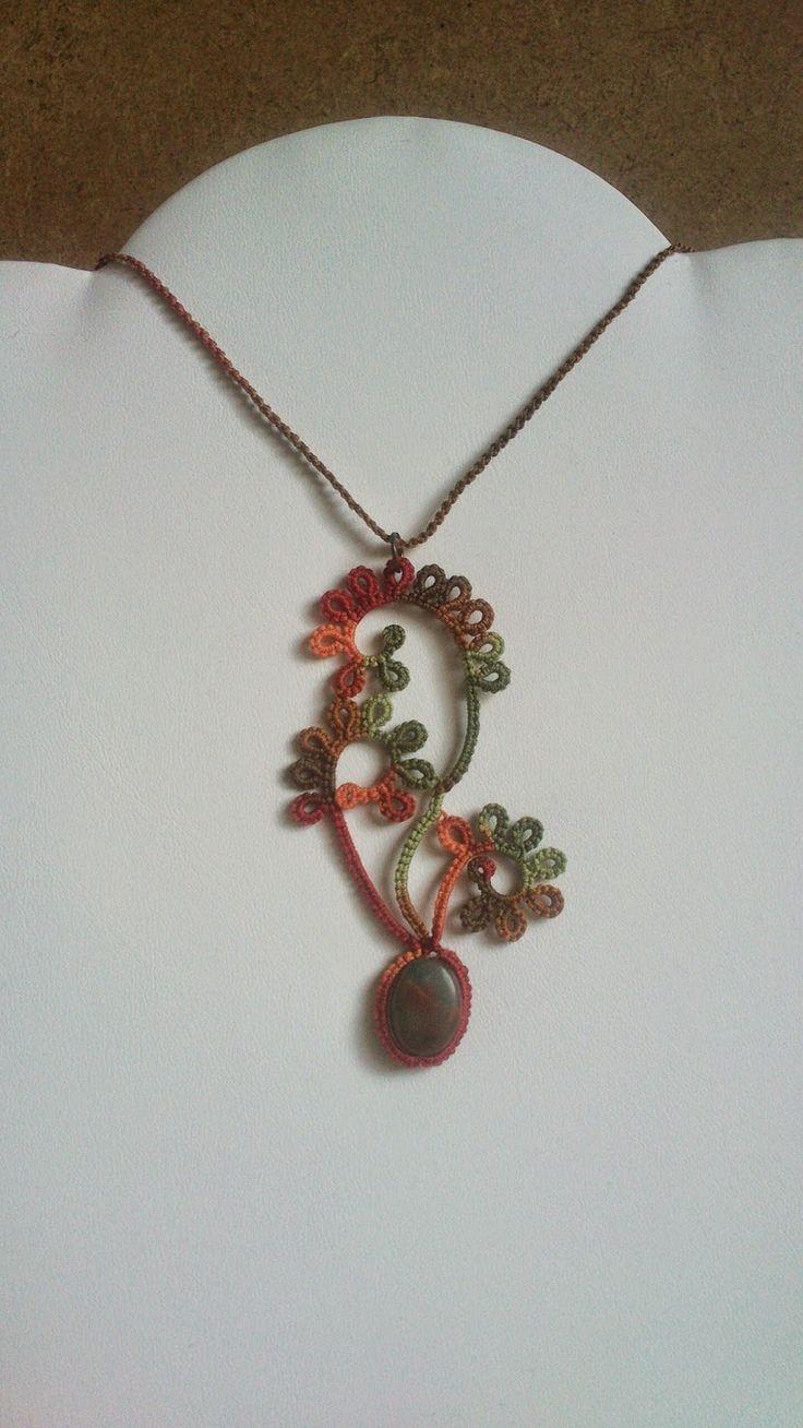 La Navette aux Bijoux: Des boucles dans le style du collier art nouveau