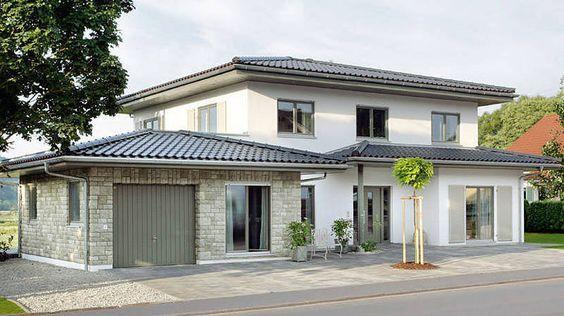 Landhaus mit Zeltdach / Walmdach mit einer Außenfassade aus Stein