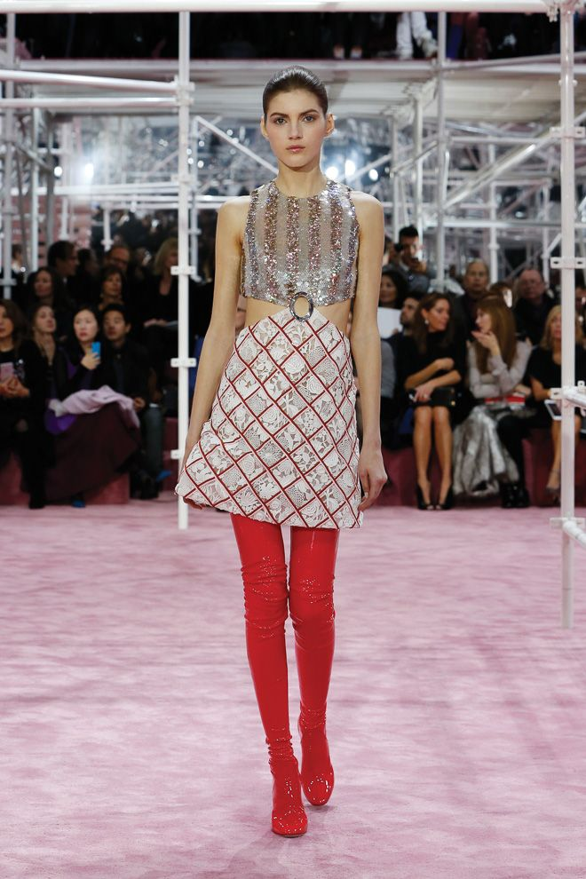 Dior 2015SS Haute Couture Collection by Raf Simons More Photo at: http://www.fashionsnap.com/collection/dior/2015ss-couture/
