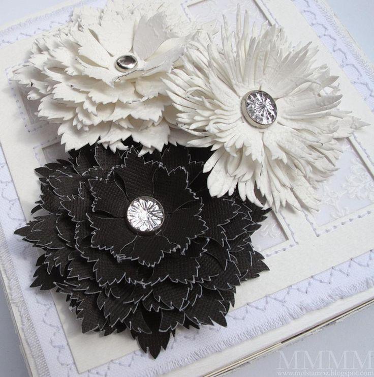 Woooow! De nouveaux modèles de fleurs pour décorer vos projets scrapbooking, les cartes de souhaits, les emballages cadeaux, vos pots à fleurs, à plantes etc... Vous pourrez les faire avec des feuilles de mousse EVA, des cartons souples texturées, de