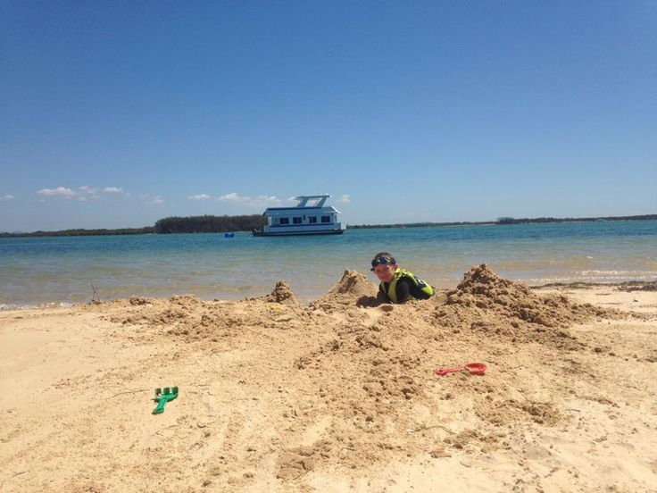 Sand Castle fun, playing in the sand! #bluesky #housboat #kids #holiday #houseboathire @coomerahouseboats www.coomerahouseboats.com.au