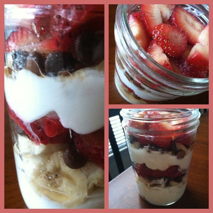 Love this idea of a healthy banana split to go. Banana, sliced strawberries, a couple spoonfuls of Greek Yogurt, and a few pieces of dark chocolate!