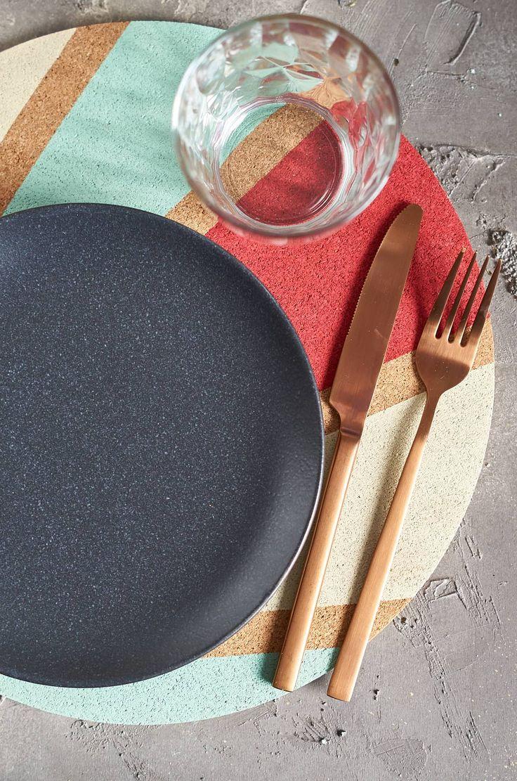 Individuell gestaltete Kork-Platzsets - Schnelles 5 Minuten DIY | A Little Fashion | http://http://www.filizity.com/diy/individuelle-kork-platzsets