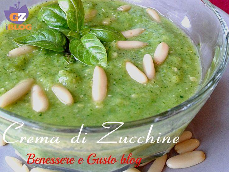 Crema di Zucchine, un'idea per condire i vostri primi piatti dietetici. Questa Crema di Zucchine è davvero semplicissima e si prepara in pochissimo tempo.