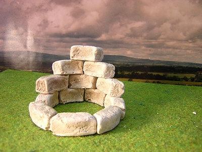 40 gerundete Bausteine für den #Krippenbau     Die Modellbausteine sind bereits koloriert. Maße eines Steines: L/B/H: 20, 10, 10 mm Sie können diese Steine zum Krippenbau verwenden.   Beispielsweise um einen kleinen Turm oder einen Brunnen zu bauen.   Kombinieren Sie diese Steine mit alt aussehendem Holz, das sieht besonders schön aus.   Handgefertigstes Produkt, Made in Germany  http://www.krippenbau-heyn.de