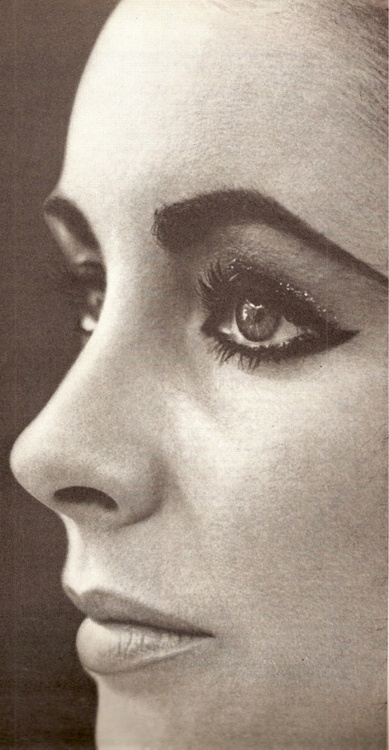 Elizabeth Taylor, the perfect face