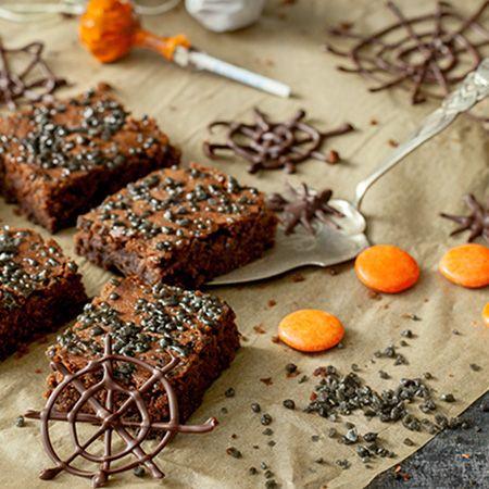 Halloween herkussa yhdistyvät suklaa ja salmiakki.