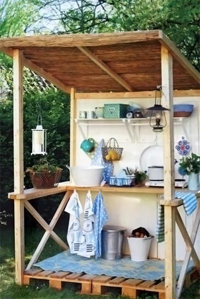 """summer kitchen from pallets - something to show my hubby when he says, """"But what would you ACTUALLY want to make with pallets?"""" ;) Use for a potting shed"""