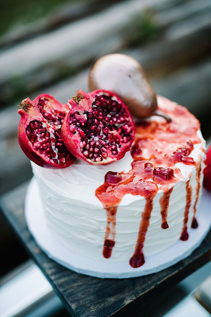#pomegranate #weddingcake #uniquetopper @weddingchicks