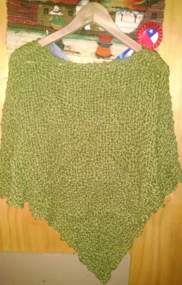 Ponchito verde de algodón.