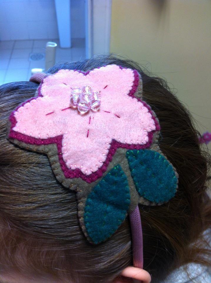 Enfeite De Tiara ~ Enfeite de cabelo Tiara Flor Feltro Minhas produções enfeites de cabelo Pinterest Feltro