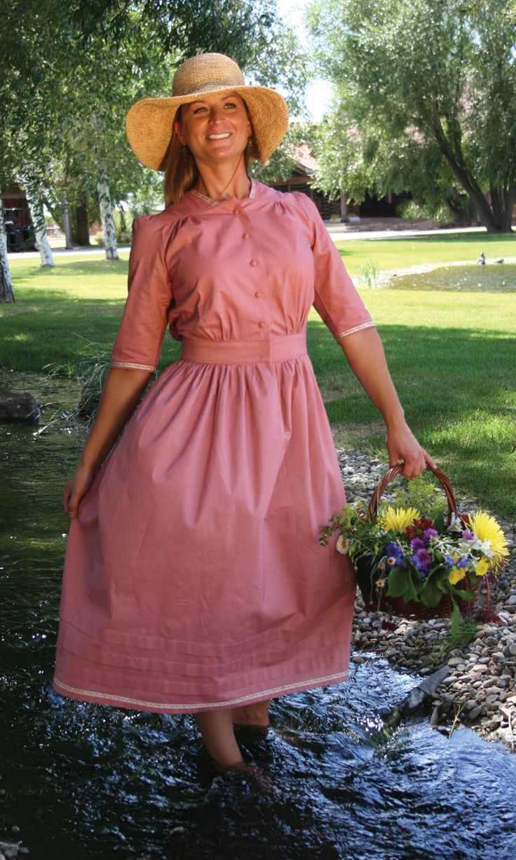 Regional lifestyles in the west 1800s dress