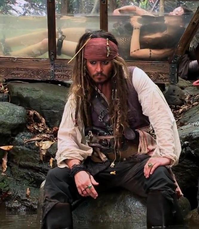 Johnny Depp - Captain Jack Sparrow - On Stranger Tides - mermaid - behind the scenes
