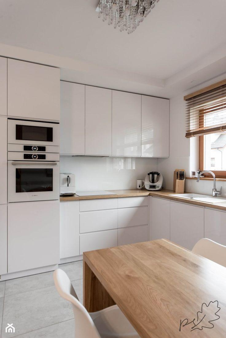 Znalezione obrazy dla zapytania biała kuchnia z drewnianym blatem