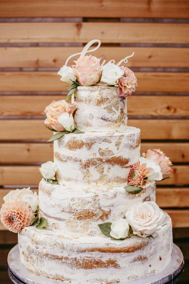 Semi Naked Cake – Hochzeitstorte - vierstöckig - Weddingcake - Gold Weiß - Hochzeitstorte - coucoubonheur - apricot