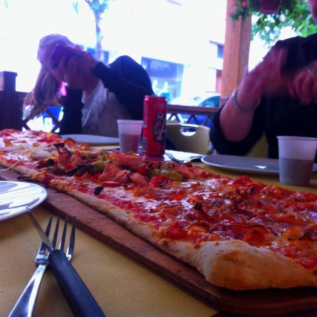 Un metro pizza