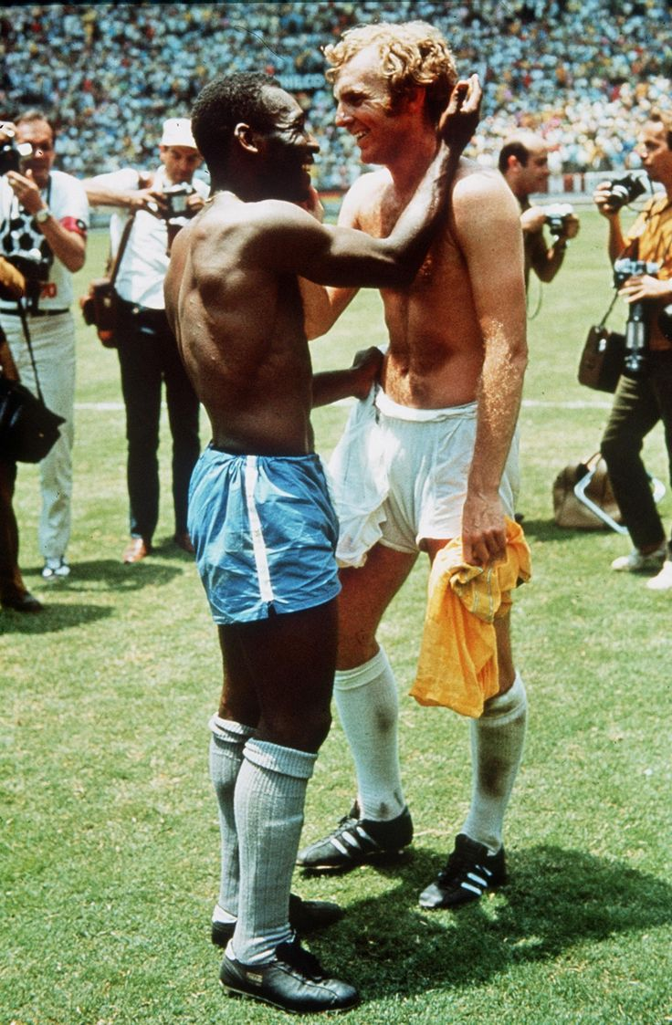 The Joy of Six: iconic sports photos | World Cup 1970. Pelé greets Bobby Moore after the game.