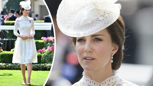 Vévodkyně Kate byla ozdobou dostihů.