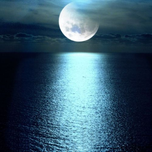 Moon over ocean...pay attention to the moon...on July 3 it will be full moon.....the beautiful ladies in Italy are not eating that day, they are just drinking liquids when it is full moon.... Detox numero uno! Try it!