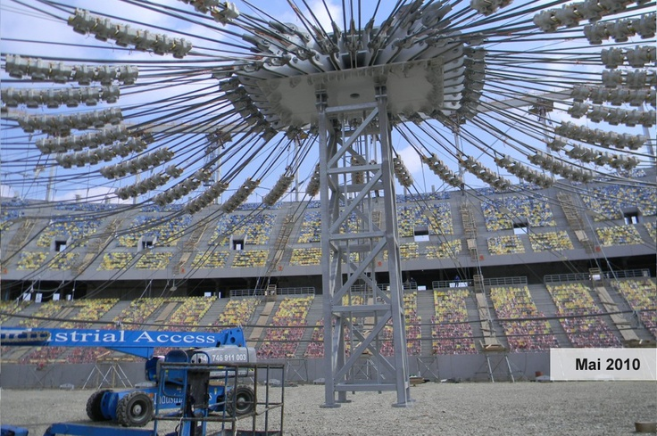 August 2010:   • Se finalizează structura de rezistenţă şi structura metalică a acoperişului.   • Se montează gradenele şi scaunele la peluza nord.   • Se realizează sistematizarea exterioară apă-canal.