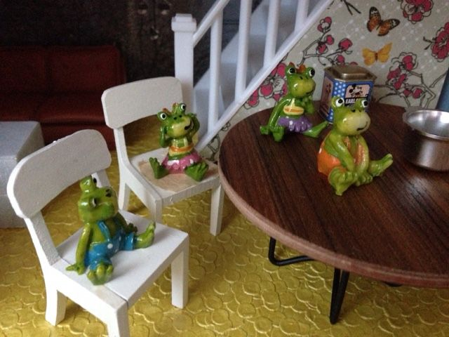 *Rascal Frogs *Photo by Anneli Wahlstedt    *Dollhouse Stories   *www.facebook.com/dollhousestories   *www.awsome.se  blogger-image--220182416.jpg 640 × 480 pixlar