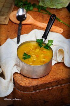 Zuppa di verza e patate con fagioli cannellini alla curcuma
