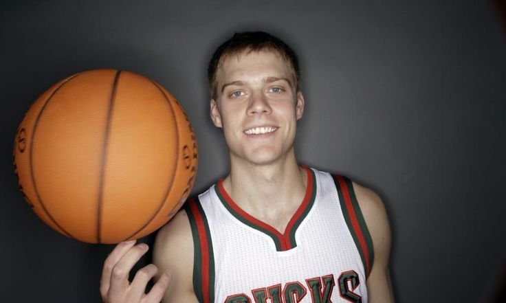 Report | Jazz to sign Nate Wolters = The Utah Jazz and point guard Nate Wolters have agreed to a two-way contract, Tony Jones of the Salt Lake Tribune reported on Tuesday afternoon. Wolters, 25, has spent the last couple of years playing overseas. He was recently.....