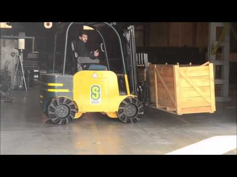 FORKLIFT WITH MECANUM WHEEL - YouTube