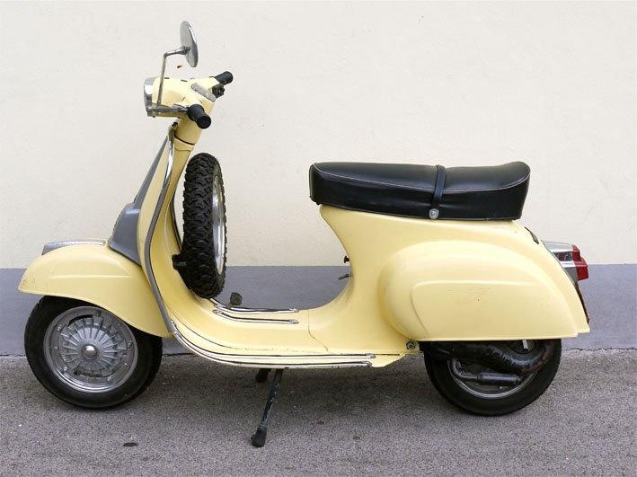 VANILLE VESPA 50 SPECIAL (pic 2 - classy color)