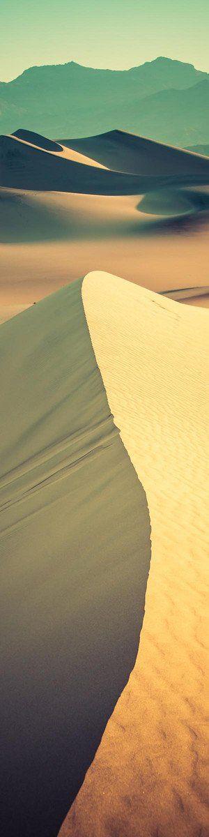 Trekking across the desert 【ヘルハイム】地下の砂漠のイメージ。何もない。本来は色彩豊かです。