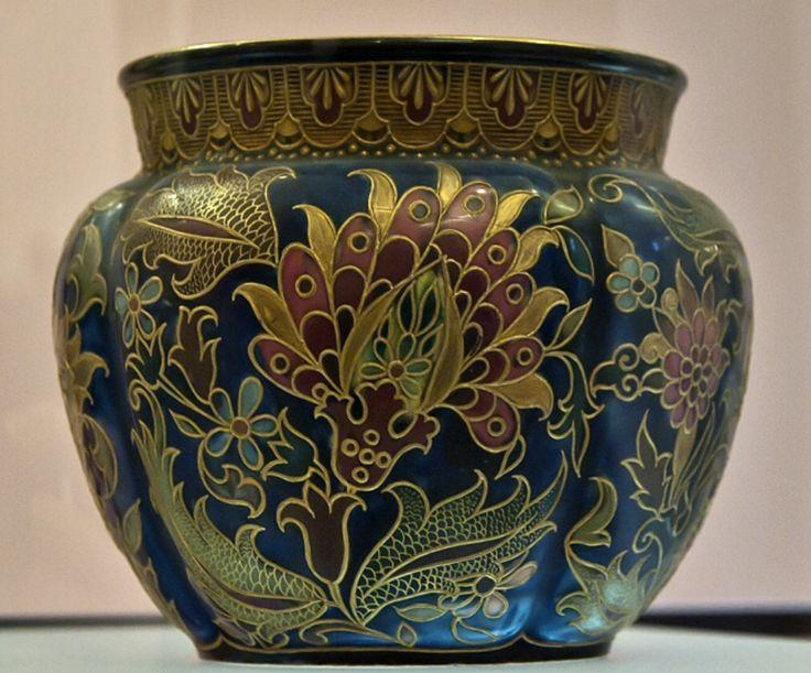 Zsolnay kaspó arannyal kontúrozott, magyaros virágmintával