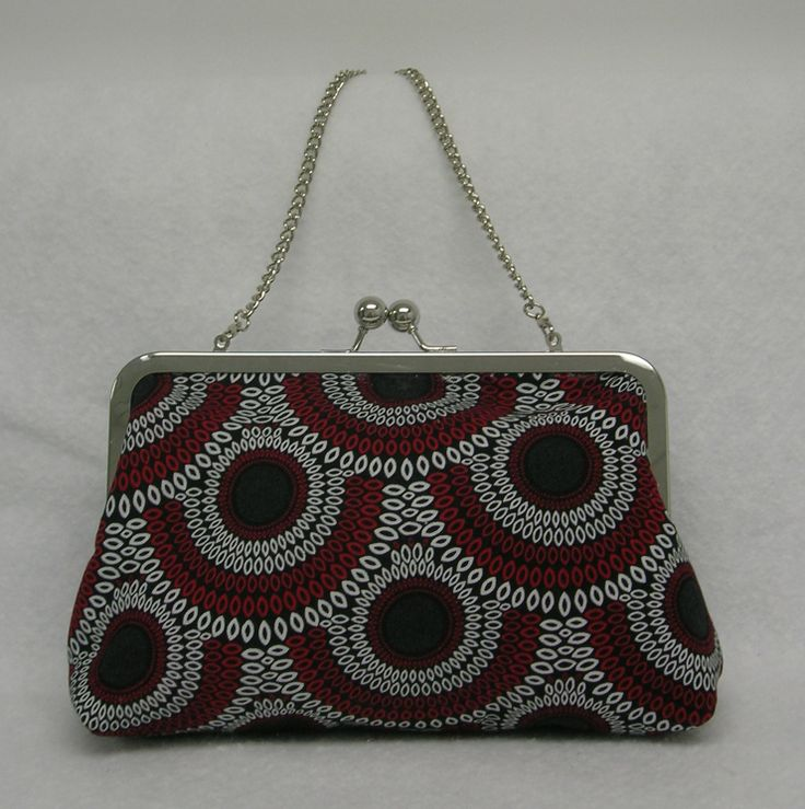 """Clutch with removable 14"""" chain."""